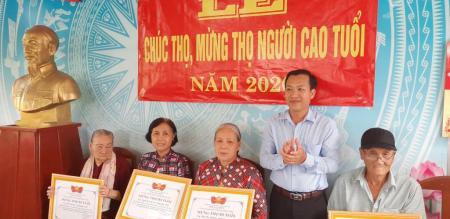 Tổ chức mừng thọ cho Người cao tuổi trên địa bàn xã Tân Khánh Đông